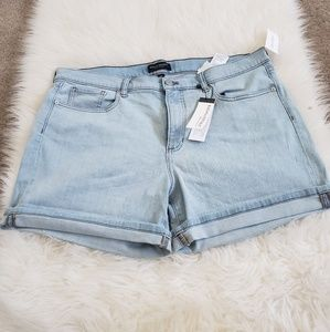 BANANA REPUBLIC  DENIM SHORT.